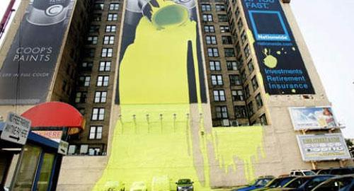 広告デザイン: 建物を大胆に利用した広告