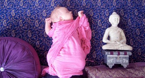 写真: 寝ている赤ちゃんを使ったクリエイティブな写真