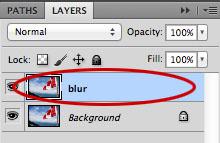 複製したレイヤーを「blur」にレイヤー名を変更