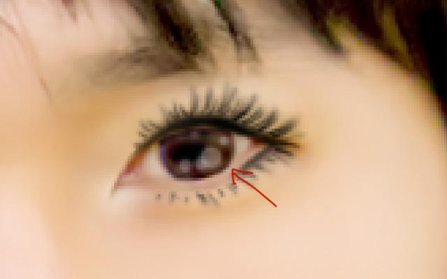白で瞳に潤いをプラス